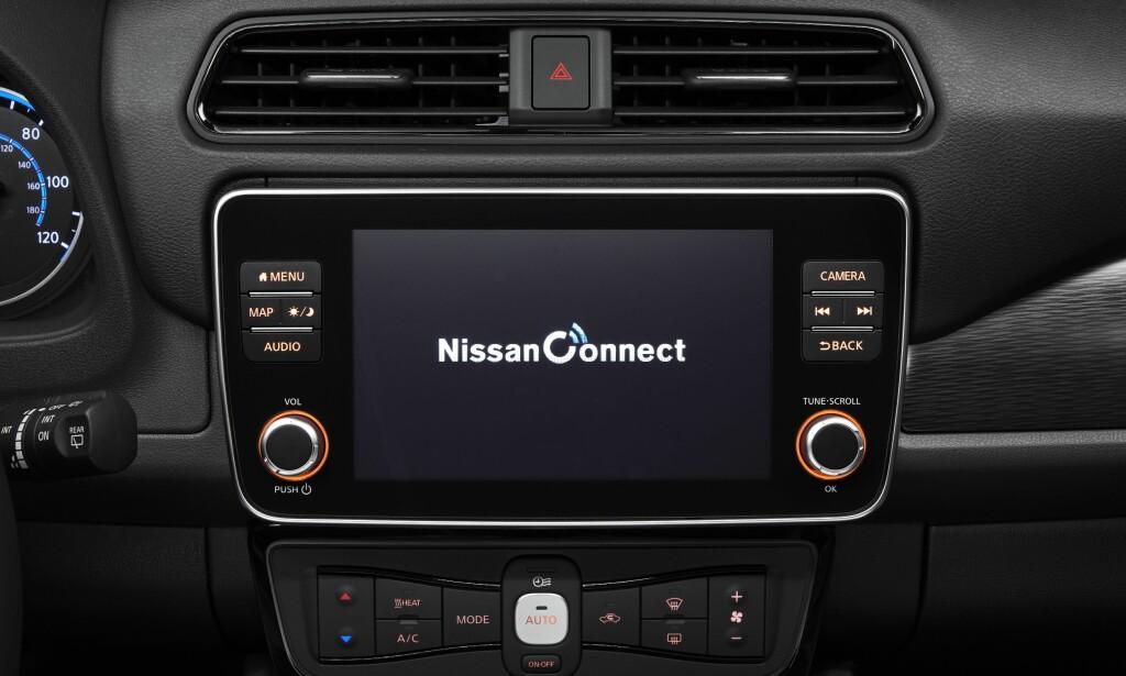 STØRRE OG BEDRE: Skjermen er blitt større og Nissan lover bedre grukergrensesnitt. Det er et av ankepunktene på dagens modell. Foto: Nissan