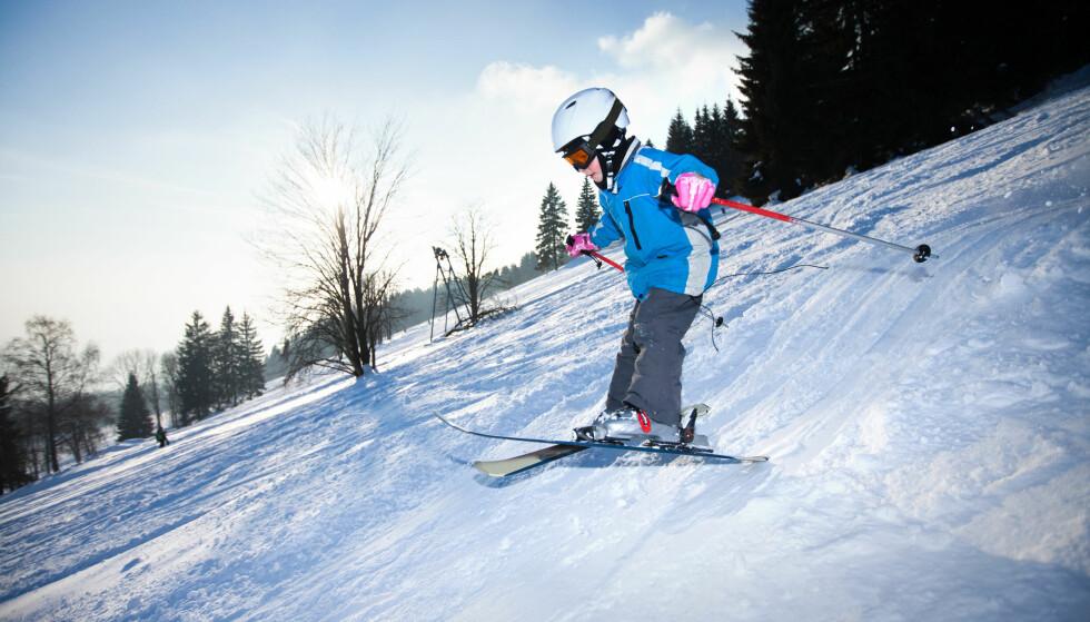 NÅR ULYKKEN ER UTE: Barneforsikring gir, blant annet, foreldre rett til en rekke ulike erstatninger dersom uventede sykdommer eller ulykker rammer. Det er greit at barnet er forsikret når han eller hun setter utfor i slalåmbakken i vinter. Foto: Shutterstock/NTB Scanpix.