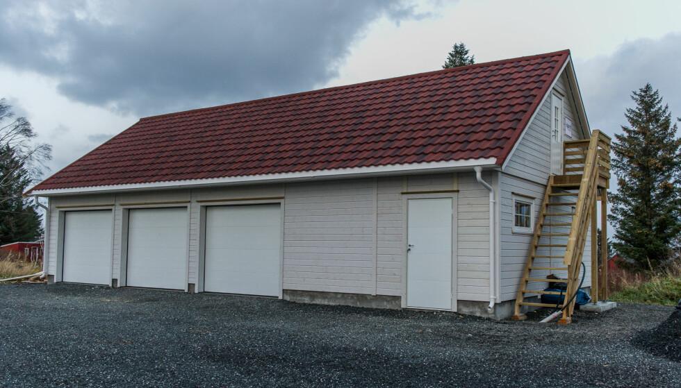 SMARTE LØSNINGER: Hushovdmodellen til Igland Garasjen kan tilpasses akkurat som man ønsker. Med trappa på utsiden ble det enda mer plass inne. Foto: Jørgen Iversen Lie