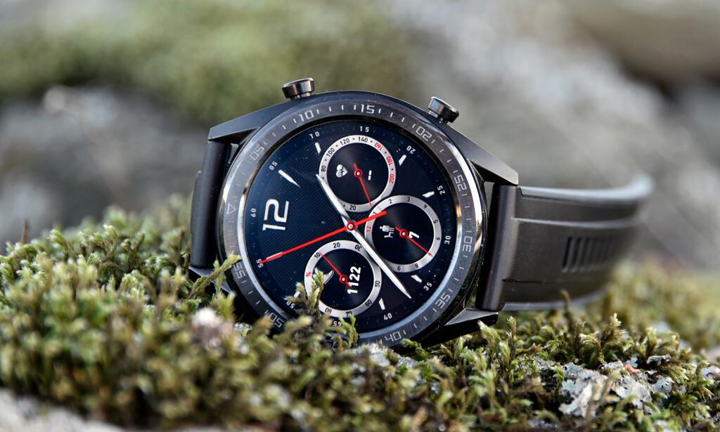 SVÆRT GOD BATTERITID: Huawei Watch GT holder i to uker ved normalt bruk, men er en del enklere enn konkurrentene fra Samsung og Apple. Foto: Pål Joakim Pollen