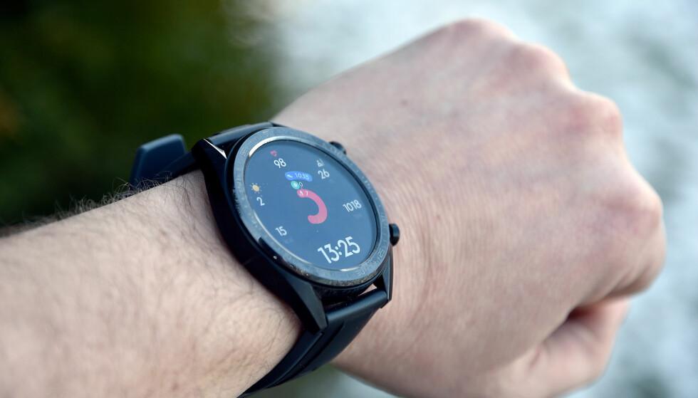 FIN SKJERM: Watch GT-skjermen er av AMOLED-typen med spreke farger og skarp og lettleselig tekst. Foto: Pål Joakim Pollen