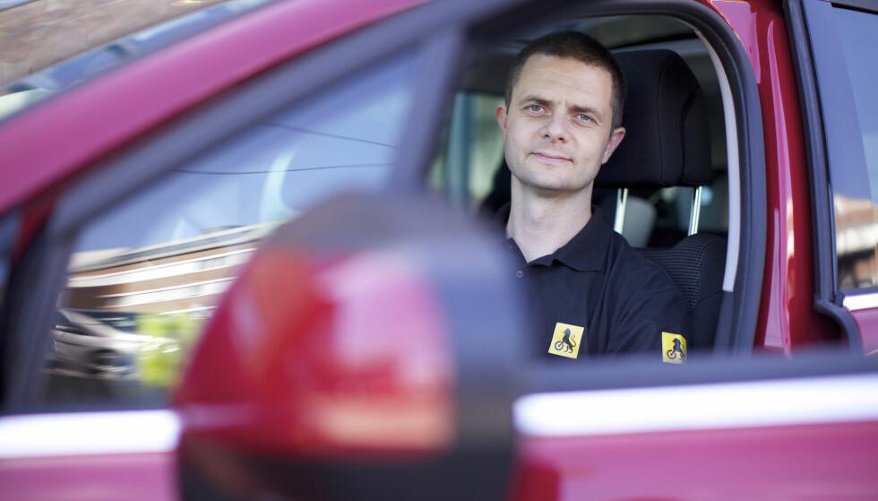 <strong>GAMMELDAGS:</strong> Bomringer er en gammeldags måte å kreve inn penger på, sier kommunikasjonsrådgiver Nils Sødal i NAF. Foto; NAF