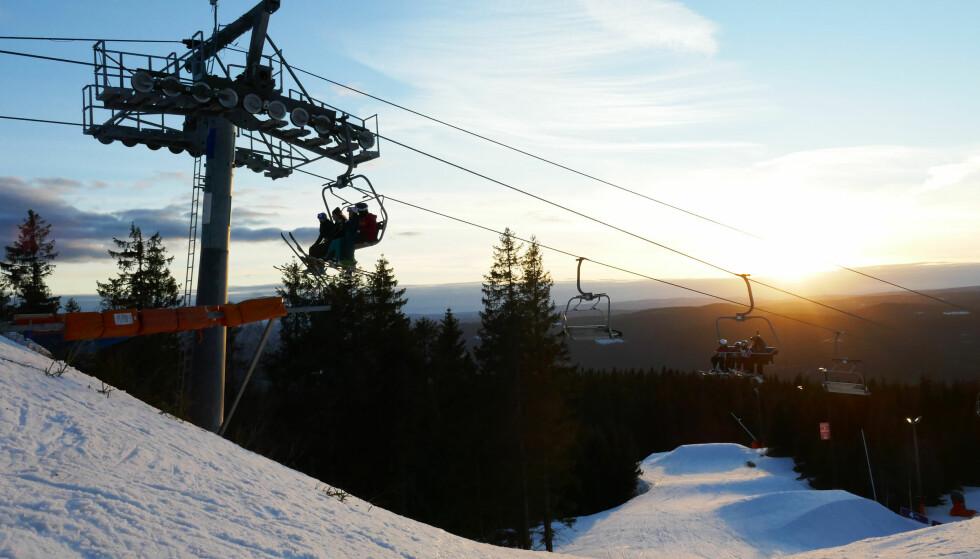 OSLO VINTERPARK: Den populære vinterparken ligger i Oslo, og prisoversikten viser gode priser på sesongkort. Foto: Erik Johansen / NTB scanpix