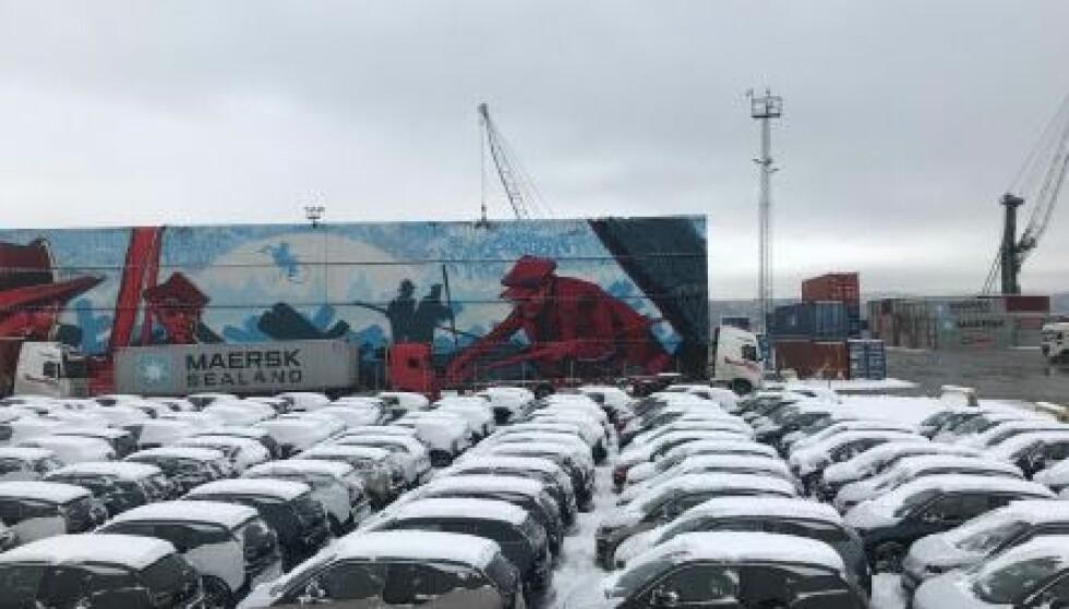 572 i3: Rett før jul fikk BMW den største leveransen av elbiler noen gang til Norge, med 572 i3 på samme båt: Foto: BMW