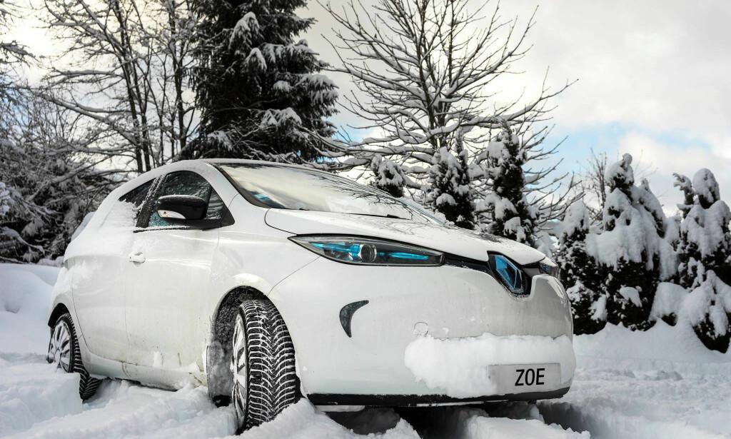 TA DET DU FÅR: Vil du ha bil med annen farge eller annet utstyr enn de forhandleren har på lager, må den bestilles fra fabrikk og ventetiden blir ofte to-tre måneder. Foto: Renault.