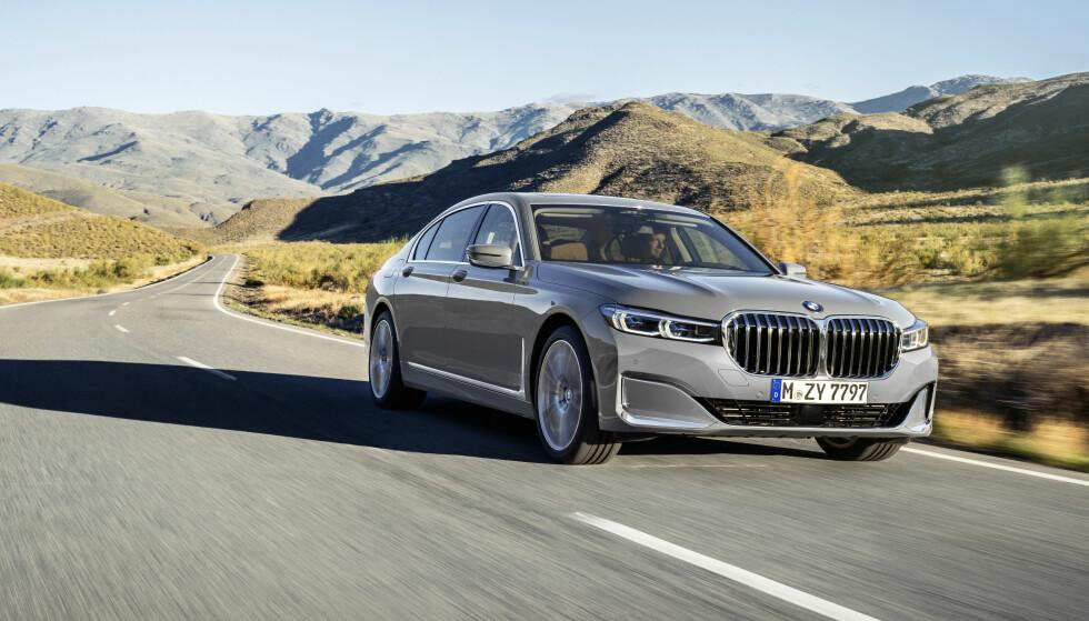 MER MASSIV: Med hevet front, større grill og smalere lykter, vil BMW befeste 7-seriens posisjon som erke-konkurrenten til Mercedes-Benz S-klasse. Foto: BMW