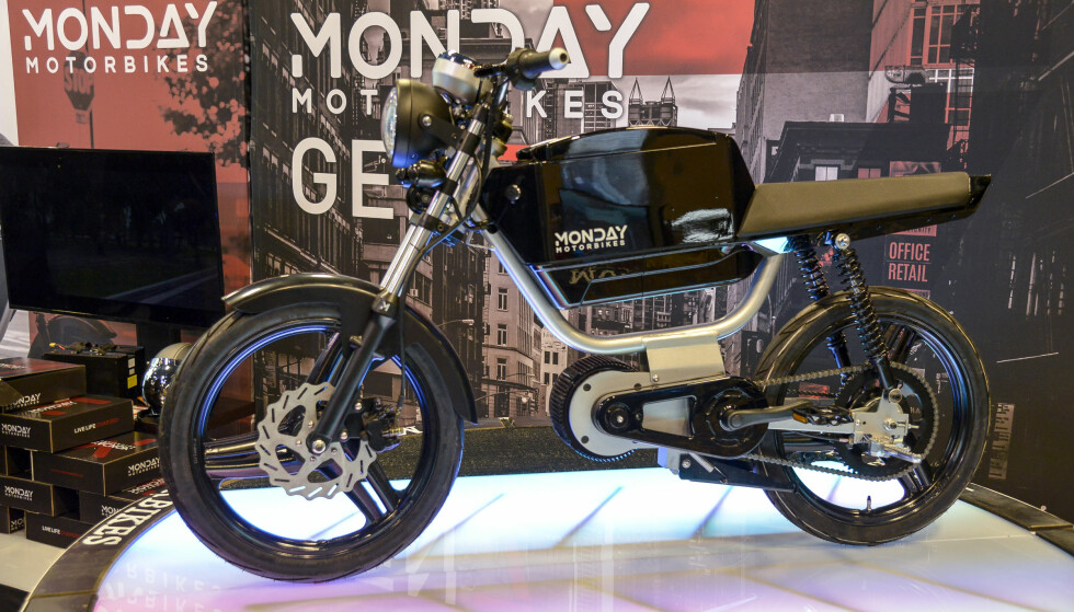 <strong>ELEKTRISK HIPSTER-SYKKEL:</strong> Den ser ut som en moped, men er faktisk en el-drevet motorsykkel. Vi har ikke helt klart å bestemme oss for om utseende faller i smak eller ei. Foto: Jamieson Pothecary