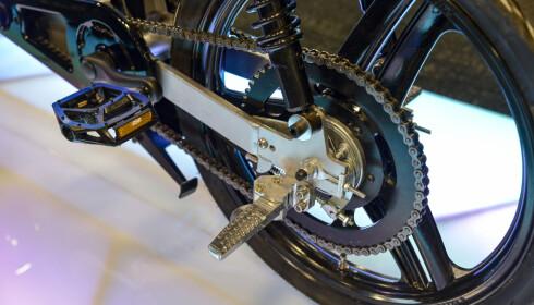 <strong>HEFTIG:</strong> Uten sperre, skal Monday Motorbike klare 70 km/t. Da kreves det litt sterke drivverk. Den må nok begrenses til 25 km/t fra fabrikken skal den bli godkjent som sykkel her i Norge. Foto: Jamieson Pothecary
