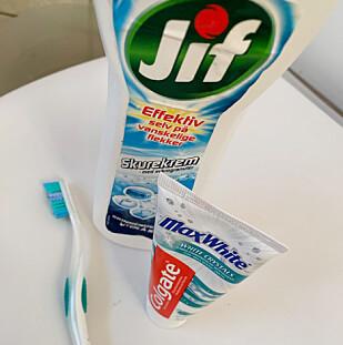 Både Jif og tannkrem fungerte bra som rengjøringsmiddel på de hvite sålene. Foto: Berit B. Njarga