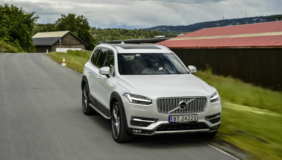 KALLES TILBAKE: Volvo XC90 og ti øvrige dieselmodeller fra 2015-16 kalles tilbake på grunn av en feil med drivstoffslangen. Foto: Jamieson Pothecary