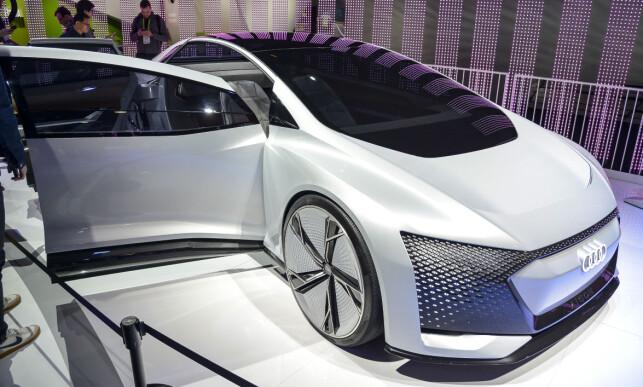AUDI AICON: «AI» i Aicon står for «Artificial intelligence». Bilen skal tilby en førsteklasse-reise for passasjerene, som overgår alt dagens Audi A8 kan levere. Men nok en gang, uten deg bak rattet ... Foto: Jamieson Pothecary