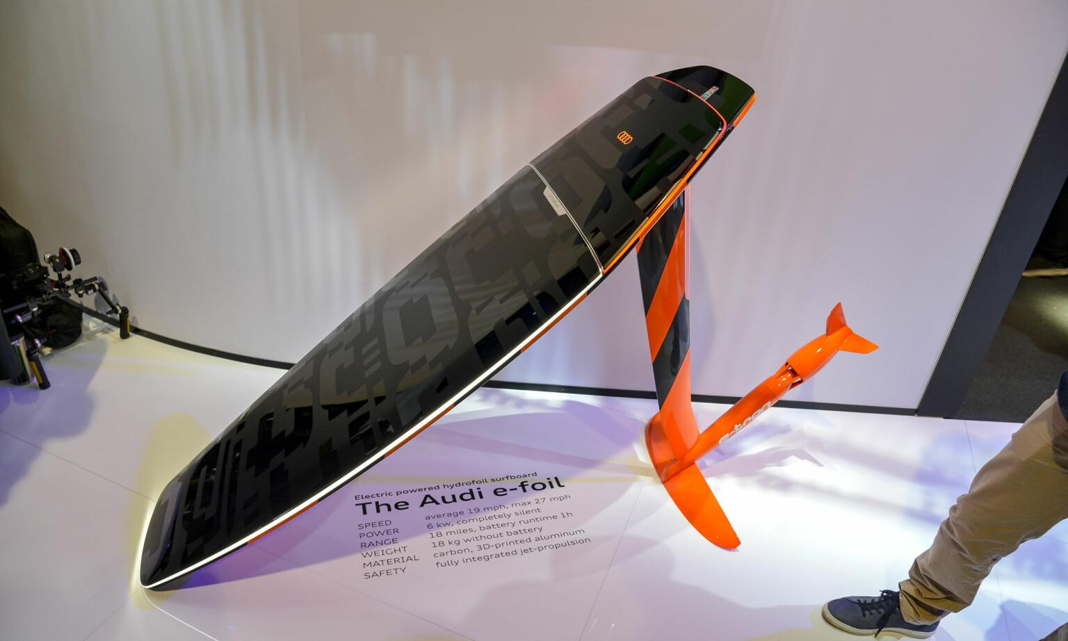 AUDI e-foil: Et elektrisk drevet foilboard, det ultimate tilbehør til din Audi e-Tron. Foto: Jamieson Pothecary.