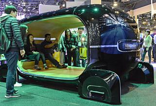 GRØNT LYS: Bilkupeen endres etter hvordan du føler deg. Da er man vel harmonisk og miljøbevisst? Foto: Jamieson Pothecary