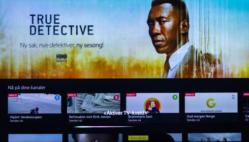 SIRI-KNAPP: Har du konfigurert stemningslys for TV-kvelden, kan du aktivere det ved å snakke til Siri via fjernkontrollen til Apple TV. Foto: Tron Høgvold
