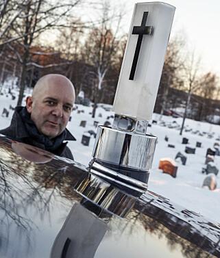 ÅPNER OPP OM BEGRAVELSER: Byrå hos Jølstad Begravelsesbyrå i Oslo, Odd Borgar Jølstad, ønsker å fjerne tabuer rundt begravelser. Foto: Øystein Fossum