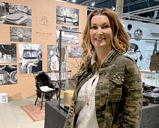 Aina Sollie Steen, interiørdesigner og billedkunstner, og kjent fra «Sinnasnekker'n» og »Drømmehytta». Foto: Kristin Sørdal