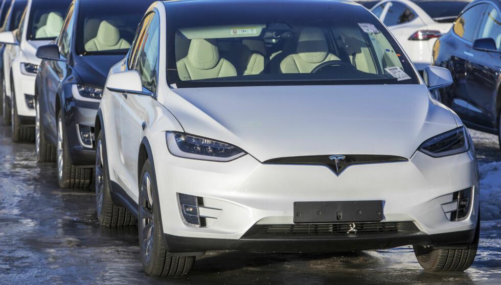 FAKTISK HELT FEIL: Det stemmer ikke at elbiler i Norge gir dobbelt så store klimautslipp som fossilbiler, konkluderer Faktisk.no. Foto: Ole Berg-rusten/NTB scanpix