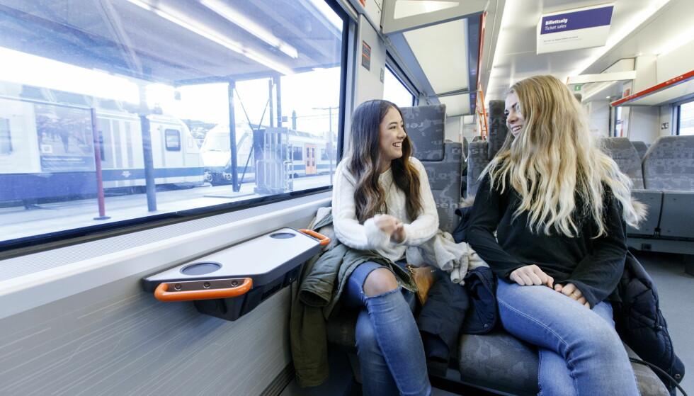 <strong>ØKER GRENSEN, MEN KUTTER RABATT:</strong> Barn og ungdom får 50 prosent på togreisen til de fyller 18 år. Foto: Gorm Kallestad/NTB scanpix
