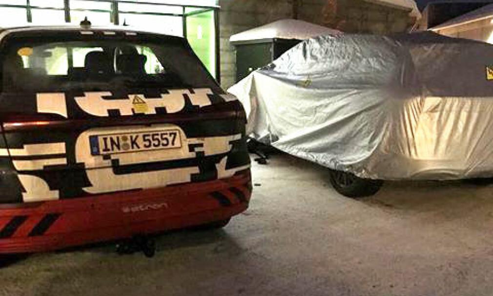 NY AUDI-E-TRON: En av Dinside Motors følgere på Facebook følgere så disse to bilene på Vignes ved E6, Lillehammer, onsdag kveld. Trolig er det snakk om en ny og mindre versjon av allerede lanserte Audi e-tron, etter Q3-størrelsen. Til venstre er e-tron-utgaven som lanseres i disse dager. Foto: Thomas Aure