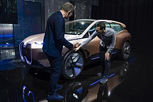 SPORTY: - Jeg elsker store felger, iNext måtte få 24 tommers felger for å få riktig utseende, sier designsjefen for BMW Design Works - Holger Hampf. Foto: Enes Kucevic