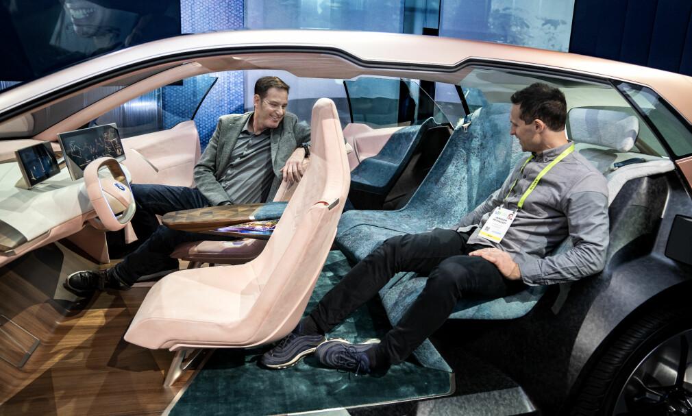 SOSIALT INTERIØR: Interiøret i iNext skal skape en mer romslig, rolig og vennlig omgivelse enn det vi er vant med i dagens biler. Foto: Enes Kucevic