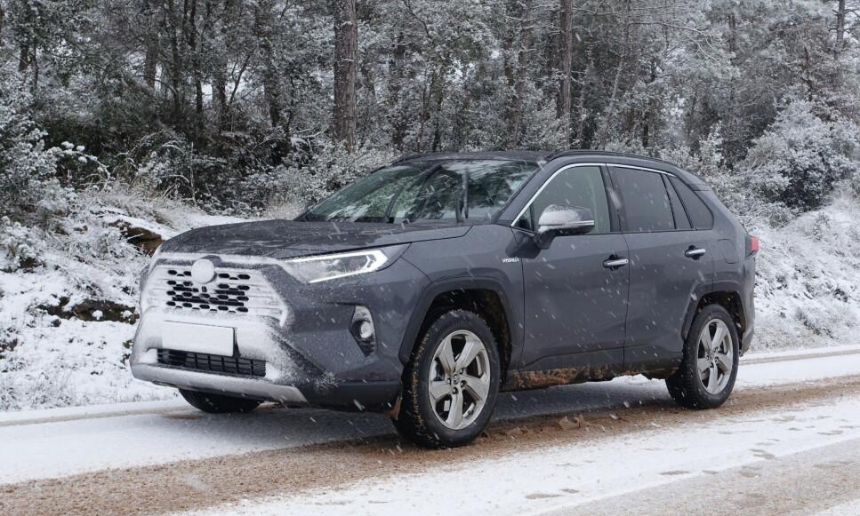 ADVARER MOT BESTSELGEREN: Svenske Teknikens Värld anbefaler å ikke kjøpe Toyota RAV4, før produsenten har utbedret bilens unnamanøver-egenskaper. Foto: Knut Moberg