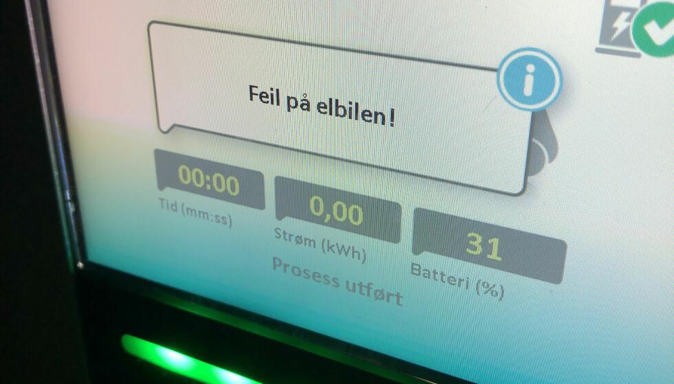 TRØBBEL: Meldingen du neppe ønsker å få når du dukker opp på ladepunktet. Foto: Rune M. Nesheim