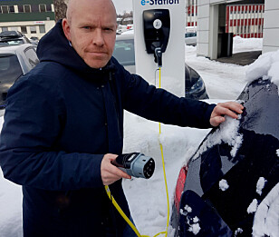 VARMT BATTERI: - Å starte kjøreturen med varmt batteri er det beste tipset for å få lengst mulig rekkevidde i kulde, sier Ståle Frydenlund, senior kommunikasjonsrådgiver i Norsk Elbilforening. Foto: Elbilforeningen
