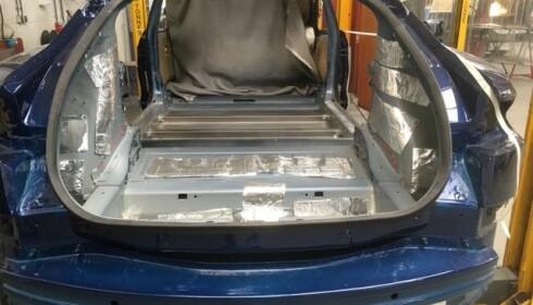 <strong>I ARBEID:</strong> Slik så begravelsesbilen ut før den nederlandske produsenten var ferdig. <br>Foto: Karmøy Bilsenter
