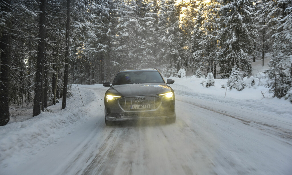 STREKKER STRIKKEN: Audi e-tron imponerer også på vinterføre. Foto: Jamieson Pothecary