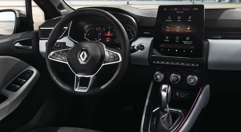 ER DETTE EN SMÅBIL? Dette interiøret leder tankene mot større biler enn dem i småbilklassen, men neida, dette er nye Renault Clio - krabaten som var Europas nest mest solgte bilmodell i fjor, etter VW Golf. Foto: Renault