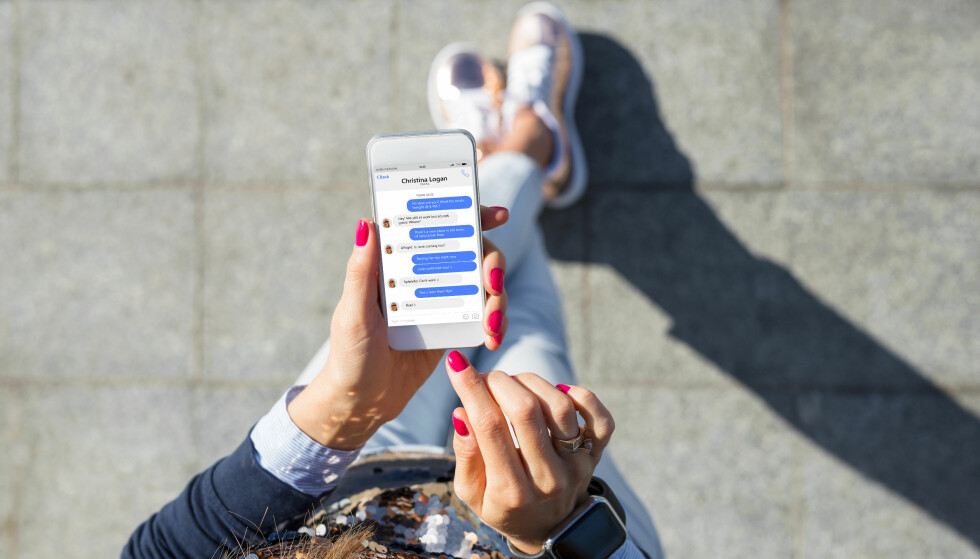 KOMPLETT OVERVÅKING: Siden 2016 har Facebook tilbudt brukere 20 dollar i måneden for å la seg overvåke på telefonen. Foto: Shutterstock / NTB Scanpix