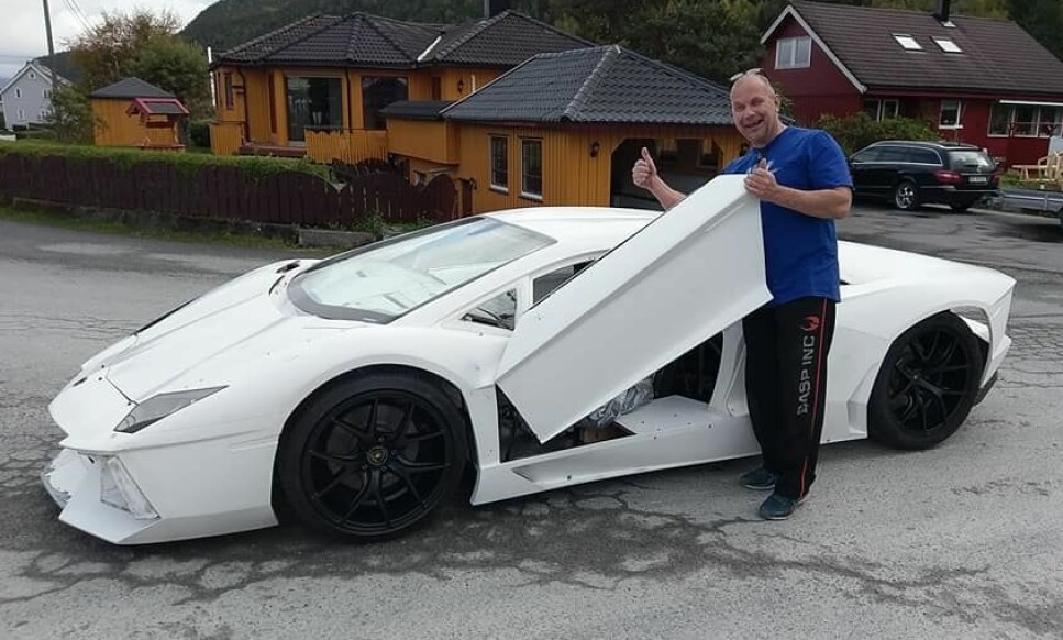 SNART KLAR: Trønderen Steinar Thyholdt har bygd sin egen Lamborghini helt fra bunnen av. Foto: Privat