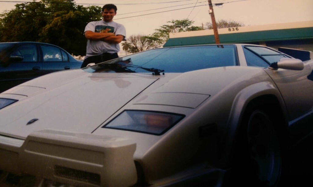 IN LOVE: Steinar forelsket seg i Lamborghini Countach etter å ha sett filmen Cannonball Run. Siden har det vært Lambo for alle penga. Foto: Privat