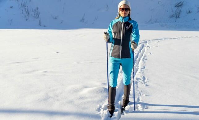 BILLIGERE: Dæhlie Cavalese-jakke og Determend-bukse er et rimeligere alternativ til den andre dressen fra merket, og forskjellene er ikke store etter vår mening. Foto: Per Ervland.