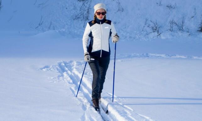 VARMEST: Testens varmeste jakke og bukse er PowderX-settet fra Swix. Denne dressen er en sikker vinner på de rolige langrennsturene og de kaldeste vinterdagene. Foto: Per Ervland.