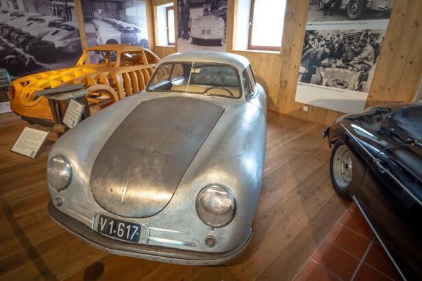 STARTEN:  Rå, primitiv - og ikonisk. Dette er bestefaren til dagens høyteknologiske superbiler. Panser og dører er i stål. Foto: Paal Kvamme
