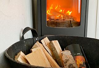 – Ivrig vedfyring på hjemmekontor skader luftkvaliteten