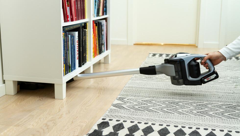 ERGONOMI: Bosch er relativt enkel å komme under møbler med. Foto: Tron Høgvold