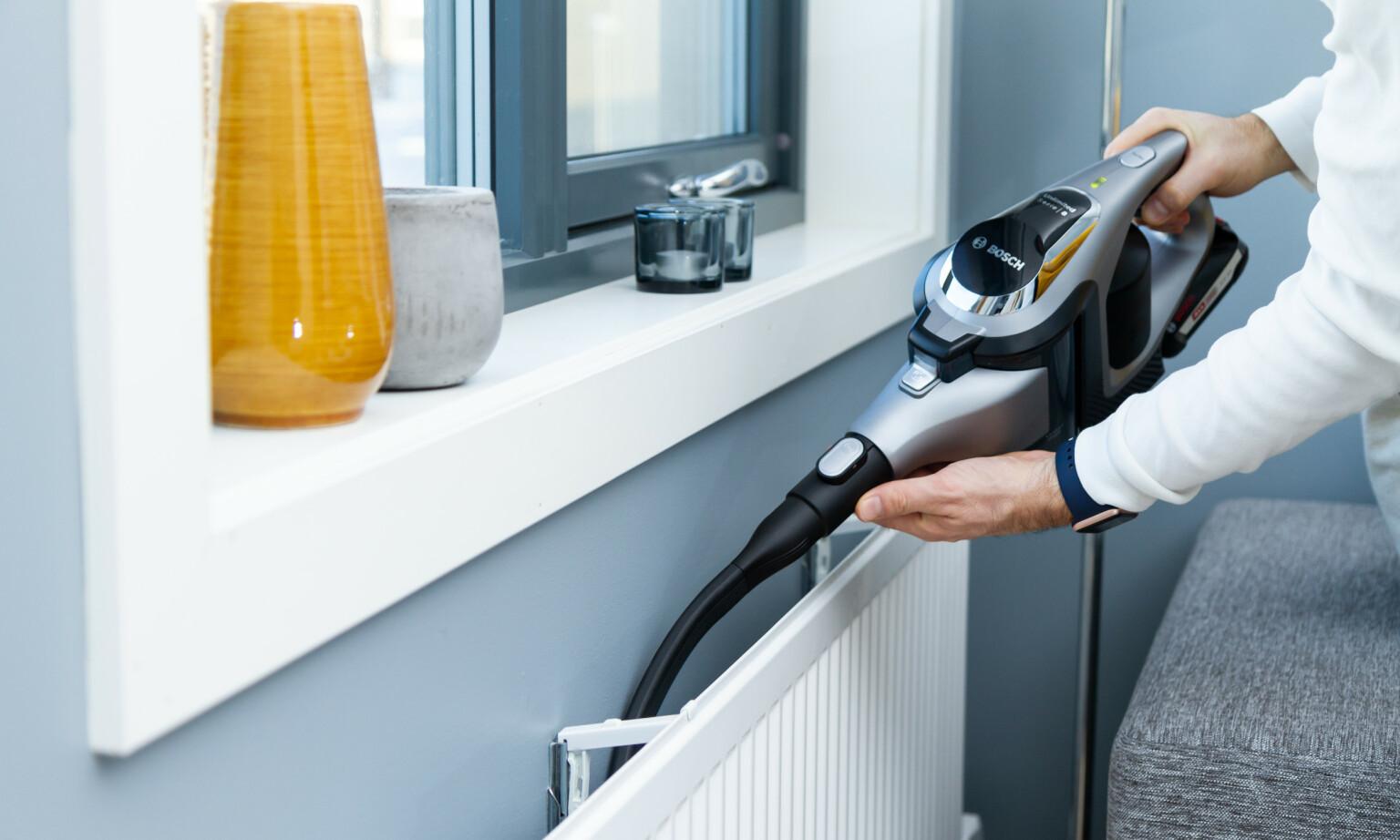 FLEKSIBEL: Et langt og fleksibelt sprekkmunnstykket gjør at Bosch kommer lett til på trange plasser. Foto: Tron Høgvold