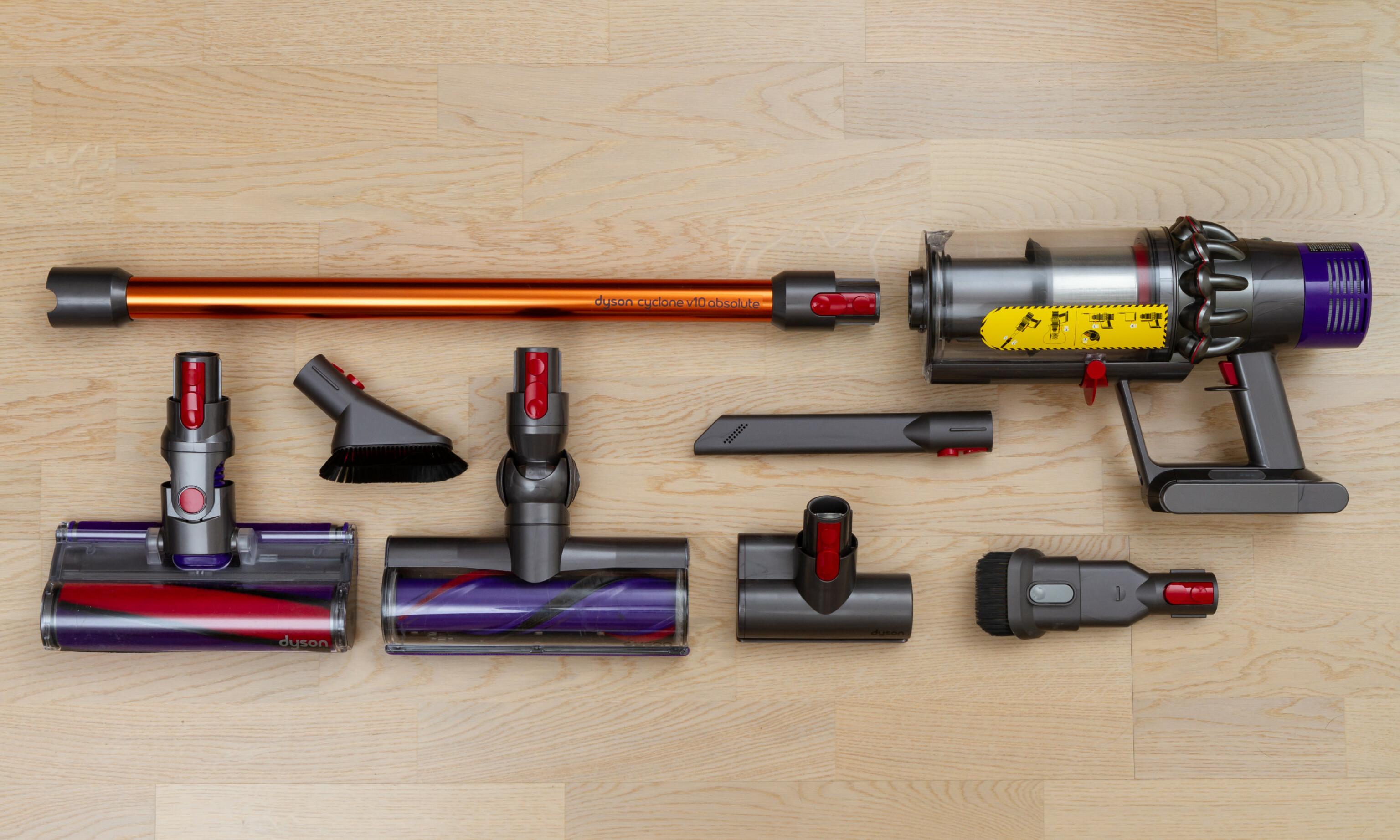 FULL PAKKE: Absolute-pakka til Dyson byr på hele seks forskjellige munnstykker. Foto: Tron Høgvold