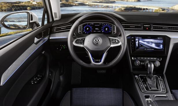 DIGITAL COCKPIT: Fornyet Passat betyr oppgraderte intrumentpaneler og funksjoner. Foto: VW