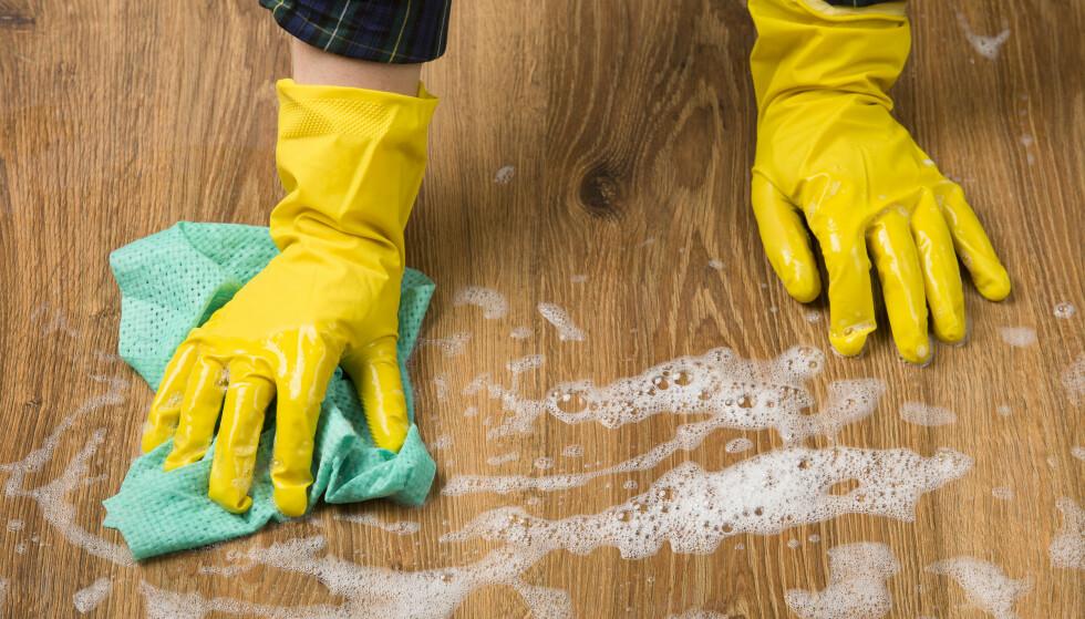 IT TAKES TWO: I utgangspunktet kan du klare deg med to typer vaskemidler til hjemmet, mener Relekta, som importerer og selger reparasjons- og vedlikeholdsprodukter. Foto: Shutterstock/NTB Scanpix.