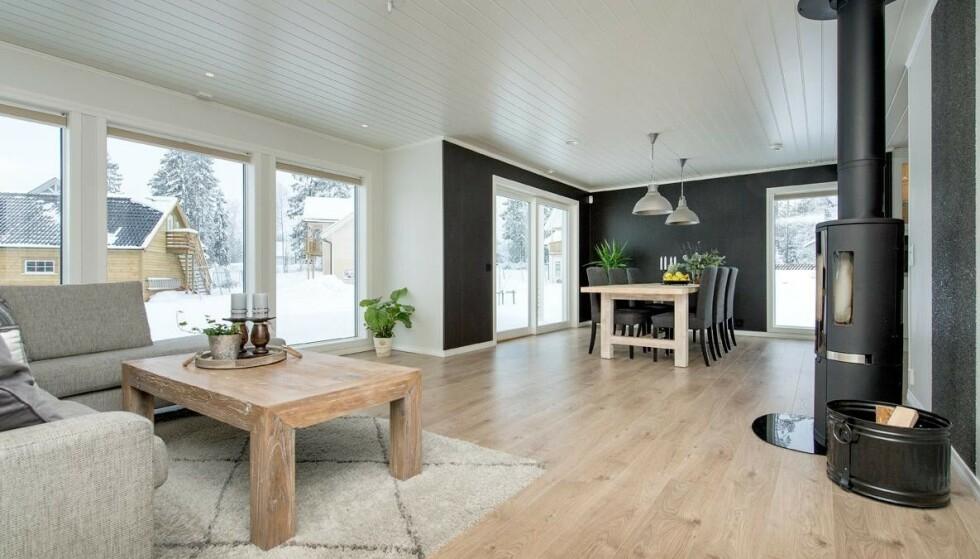BLANT DE MEST POPULÆRE FERDIGHUSENE: Slik kan det se ut inne i et av de mest populære ferdighusene fra en av de største utbyggerne av nye boliger i 2018. Bildet er av kataloghuset Lun fra Nordbohus, som var den tredje største aktøren for igangsettelse av nye boliger i 2018. Absolutt største aktør er OBOS - inkludert deres datterselskap Block Watne. Foto: Nordbohus