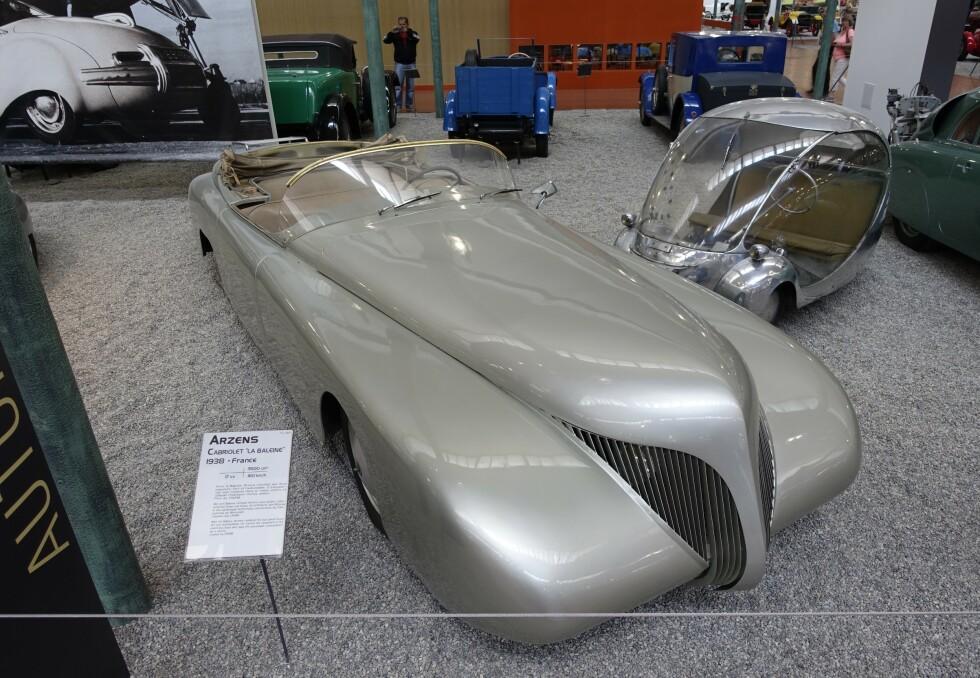 """FRANSK KUNSTVERK: Arzens cabriolet """"La Baleine"""" fra 1938. Med en 3.5 liters motor og toppfart på 160 km/t. Foto: Paal Kvamme"""