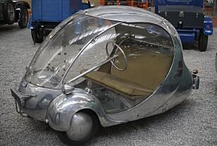 "ALU-EGGET: I 1942 skapete Paul Arzens´  den elektriske mikrobilen ""L´oeuf"". Arzens kjørte  boblen til han døde i 1990. Foto: Paal Kvamme"