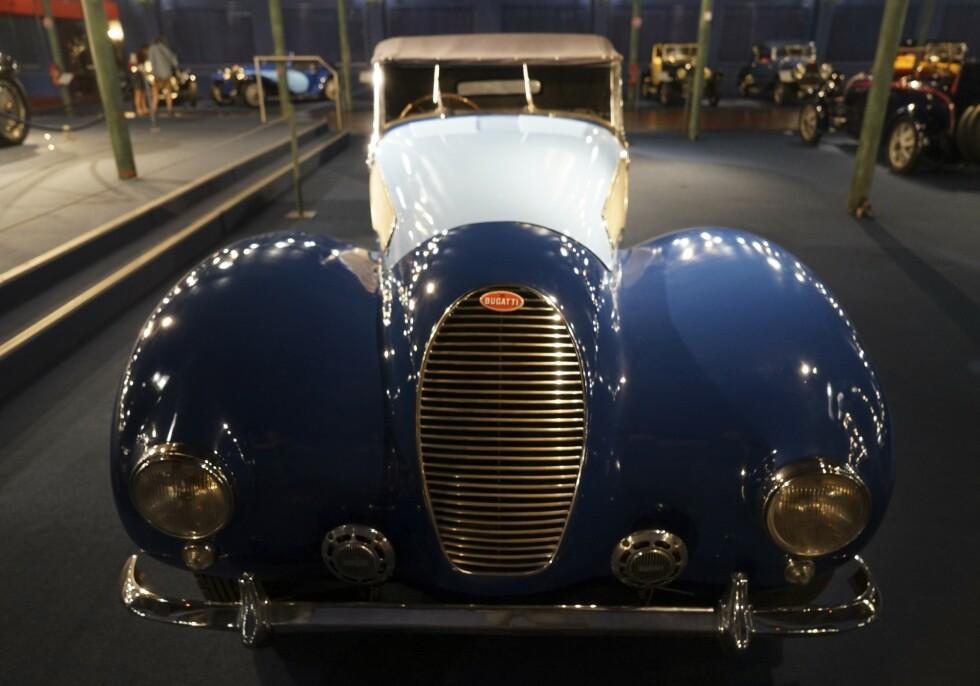 LINJELEKKERT: Museet huser verdens største samling av sjeldne Bugatti-biler. Foto: Paal Kvamme