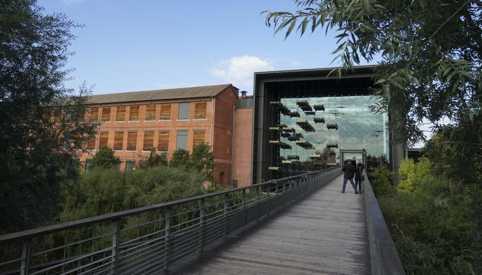 ÅSTEDET: Den gamle fabrikken på Avenue de Colmar fikk nytt, moderne inngangsparti for noen år siden. Foto: Paal Kvamme