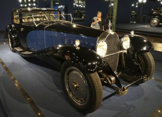 BILENES KONGE: Bugatti Type 41 Royale var så dyr at selv konger ikke hadde råd til den. Dette eksemplaret tilhørte Ettore Bugatti selv. Under det enorme panseret hviler en 12,7-liters motor, som senere ble brukt i tog. Foto: Paal Kvamme