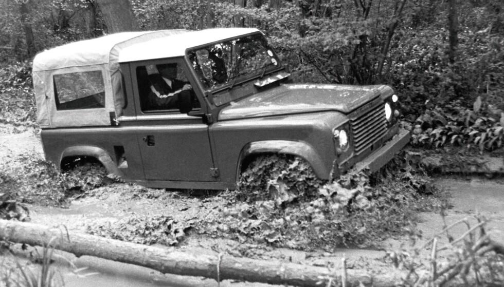 1984: LAND ROVER 90 Får Range Rover sitt permanente firehjulstrekksystem, understell og får langt bedre bakkeklaring. Setter en helt ny standard, og får hjelp av V8 og dieselmotorer med mye kraft og moment på lave turtall. Foto: Land Rover